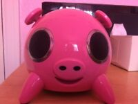 Pink pig iPod/iPhone docking station