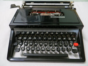 Vintage Underwood Typewriter - Model 320 with case