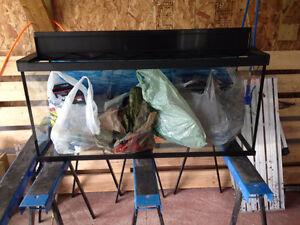 aquarium 29 gallons prix de débaras (négociable).faite vite