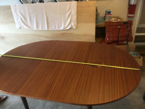 Table - extendable round to oval