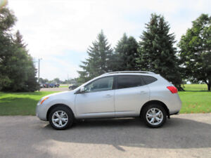 2009 Nissan Rogue SL AWD-  Leather & Sunroof!!  OIL COATED
