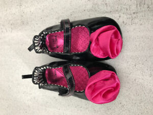 Like new Stuart Weitzman baby girl shoes size 4, 9-12 months