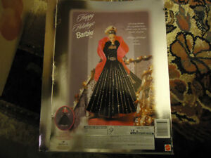 Happy Holiday Barbie 1998   COLLECTABLE  MINT CONDITION London Ontario image 3