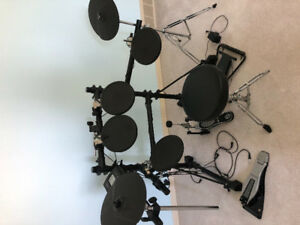 ROLAND Electric Drum Set in mint condition. Very good set.