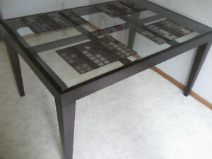 Beautiful Glasstop Dinning Room Table (No Chairs)
