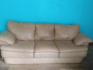 Chesterfield luxury supple leather couch / sofa set