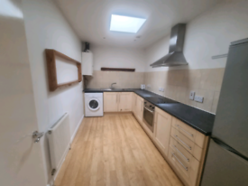 Large two bedroom Flat, Large living room, Big bedrooms, 12 minutes wa