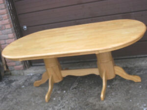 Used Solid Wood Oval Dining Table, delivery extra $$,read inside