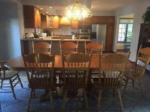 Solid oak dinning room table Windsor Region Ontario image 2