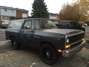 1986 RAMCHARGER. 51 072 kms  3000$ FERME