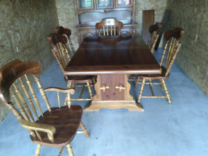 DINING ROOM SET  --NEEDS TO GO-- MAKE ME AN OFFER
