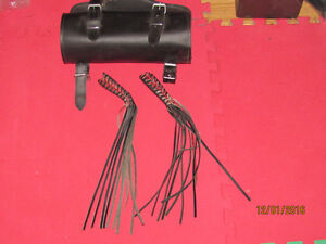 Small leather bag and tassels