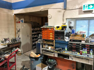 AVAILABLE IMMEDIATELY AUTO BODY SHOP/ MECHANIC SHOP CALGARY NE