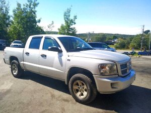 09 DAKOTA CREW CAB.  GREAT TRUCK.  $145 BI WKLY OAC!!!