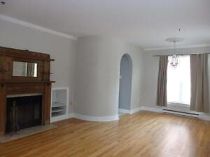17-083 Spacious, Prime South End, short walk to downtown!
