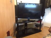 "32"" tv + table (tv stand)"