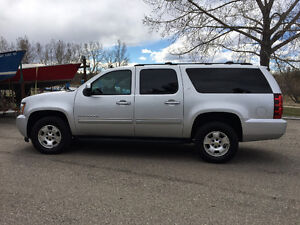 2014 Chevrolet Suburban LT 4X4 Leather 8 Passenger