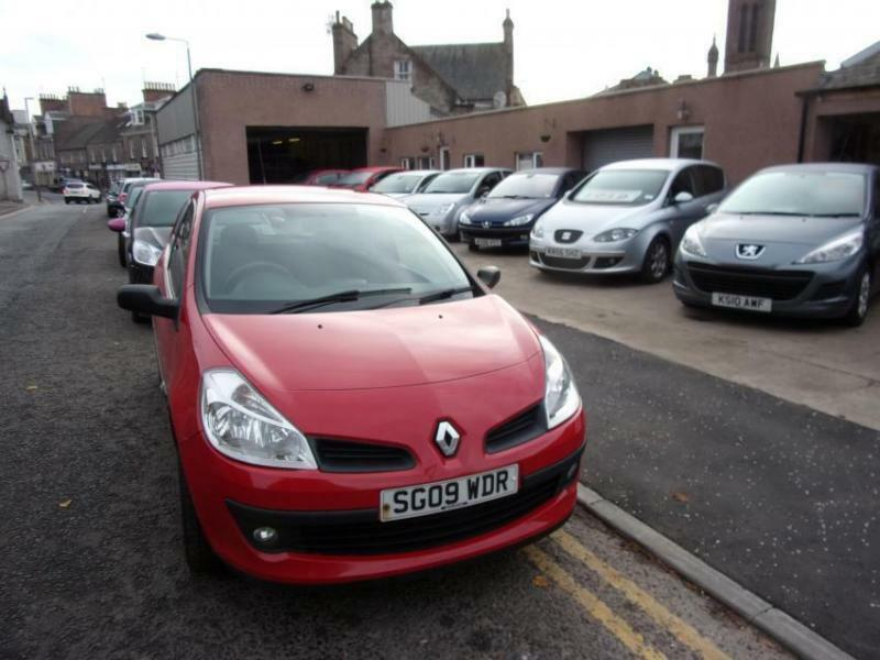 RENAULT CLIO 12 extreme 2009 Petrol Manual in Red  in Brechin