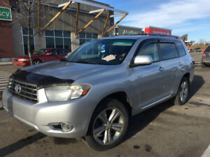 Immaculately maintained 2008 Toyota Highlander Sport. V6