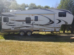 2014 Cougar Fifth Wheel 27ft
