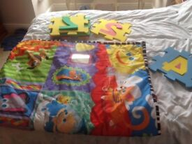 Children's playmat and foam number set