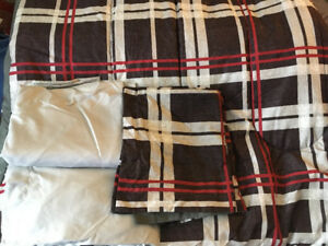 Queen comforter and sheet set