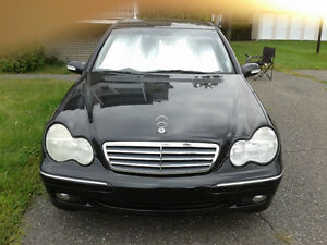 2003 Mercedes-Benz 240 C-Class Berline NEGOCIABLE