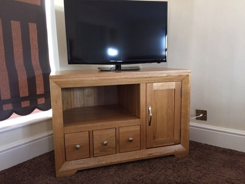 Oak furniture land TV cabinet Natural Solid Oakin Solihull, West MidlandsGumtree - Oak furniture land TV cabinet. Excellent condition Width 83cms Depth 56cms Hight 53cms. sale due to house move. TV not included!Buyer to collect, located B91 2QQ one mile M42 junction 5. Oak Furnitureland Sale price new is £319. Sensibly priced at...