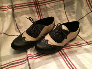 Size 7 Cute black and white oxfords