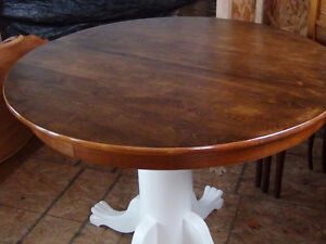 Hardwood Pedestal Table (Maple)