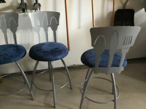 Kitchen bar height chairs