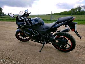 2011 Kawasaki Ninja 250cc **ONLY 1600km**