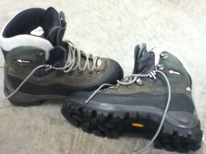 mens hiking boots size 12