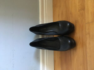 Black pumps from Le Chateau