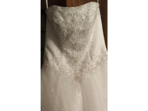 Beautiful wedding gown!  Brand new with tags! Size 8