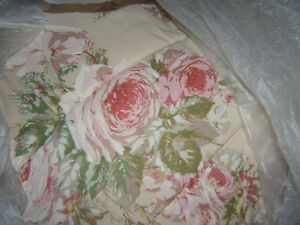 QUEEN SIZED BEDSPREAD AND SHAMS ,ANTIQUE ROSE/LACE ON BOTTOM Kingston Kingston Area image 1