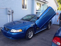 2000 Ford Mustang Coupe (2 door) NEEDS TO GO !!!!!!!!!!!