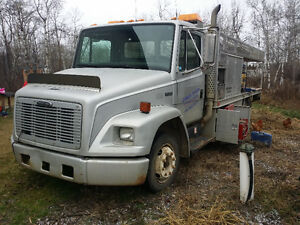 1997 freightliner Service Truck 5.9 Cummins Turbo Diesel 5 Speed