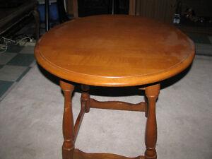 Table ronde de bout ou a cafe , style  colonial,VILLAS