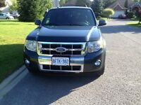 2009 Ford Escape Limited SUV loaded -Leather and Tow
