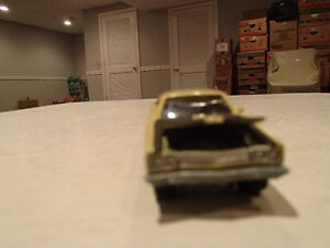 Loose Yelow Gold 1969 '69 PLYMOUTH ROAD RUNNER by JOHNNY LIGHTNI Sarnia Sarnia Area image 2