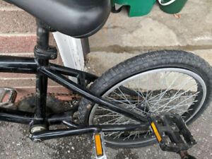 2 BMX Bikes - fitbike.co Replica and Free Agent TrailDevil