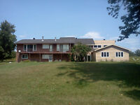Gorgeous 5 Bedrooms Home in West Kanata!