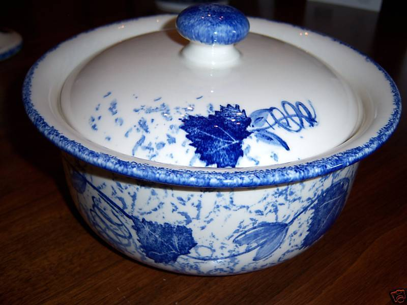 """Poole Pottery BLUE LEAF 8"""" Round Covered Casserole"""