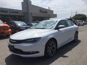 2015 Chrysler 200 S***AWD,Leather,B-up Cam,Pano***
