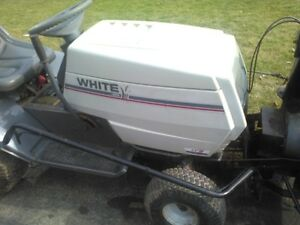 White MTD LT15 Tractor with 40 in  snowthrower