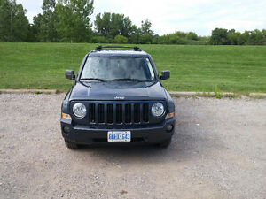 4 x 4 2007 Jeep Patriot SUV, Crossover. GOOD TIRES