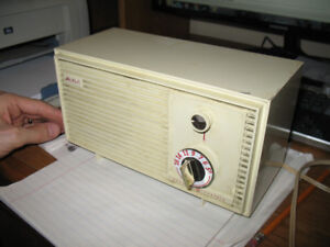 General Electric tube radio 15R14 - 1950's - working!