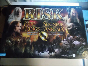 LORD OF THE RINGS RISK BOARD GAME - LOTR - COMPLETE