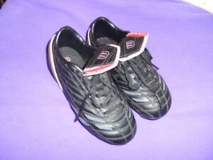 Wilson Soccer Cleats/Shoes Girls Size 12 Kitchener / Waterloo Kitchener Area image 3